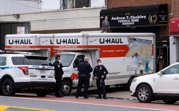 NYT сообщила об обнаружении десятков тел в грузовиках в Нью-Йорке