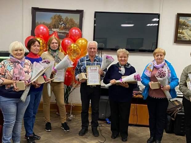 Пенсионеров-именинников из Лосинки поздравили концертом и мастер-классом