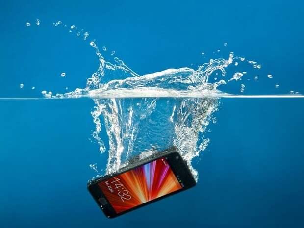 Как спасти утонувший телефон