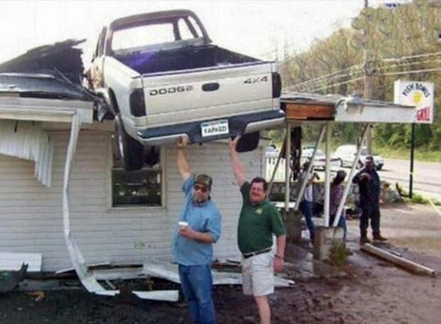 Кто поставил машину на крышу? | Фото: Pinterest.