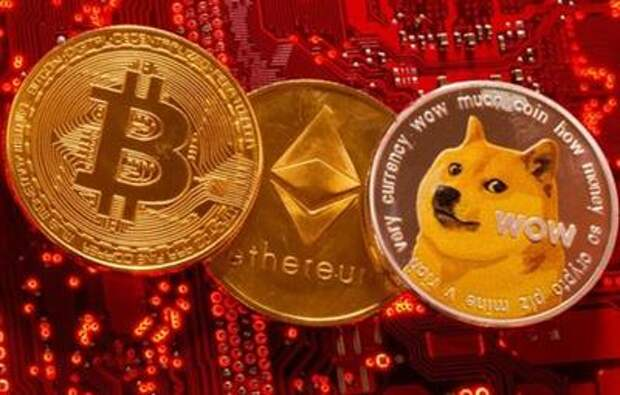 Representations of cryptocurrencies Bitcoin, Ethereum and DogeCoin are placed on PC motherboard in this illustration taken, June 29, 2021. REUTERS/Dado Ruvic/Illustration