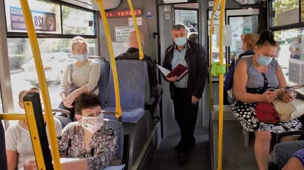 В общественном транспорте Крыма ловят нарушителей масочного режима