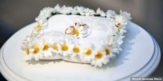 В Москве за 20 лет более 12 тыс пар заключили брак в новогодние праздники Фото: М. Денисов mos.ru