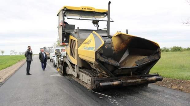 Продолжается ремонт дороги ул. Комсомольская в с. Найденовка
