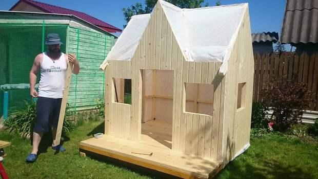 Папа построил домик для дочери