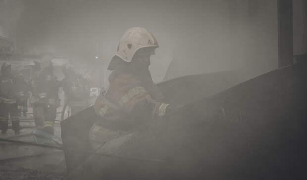 В Орске из огня спасли мужчину