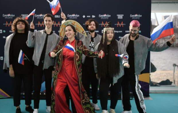 «Бирюзовая дорожка»: Манижа потрясла зрителей на открытии «Евровидения»