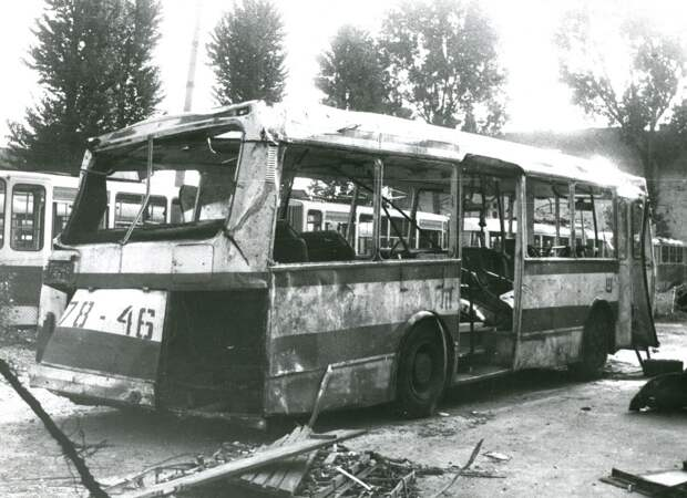 Списанный ЛАЗ-4202, попавший в ДТП  с ГАЗ-21 на скорости 86 км/ч. 1982 год.