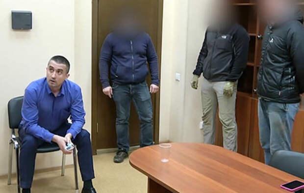 Опубликовано видео задержания украинского консула в Петербурге