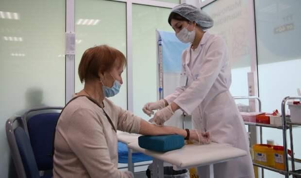 В Лианозовском парке продолжают проводить обследования и делать прививки от коронавируса всем желающим