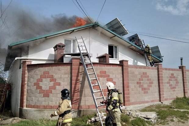 В Севастополе короткое замыкание солнечных батарей привело к пожару