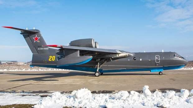 Первый построенный для Министерства обороны РФ самолета-амфибия Бе-200ЧС