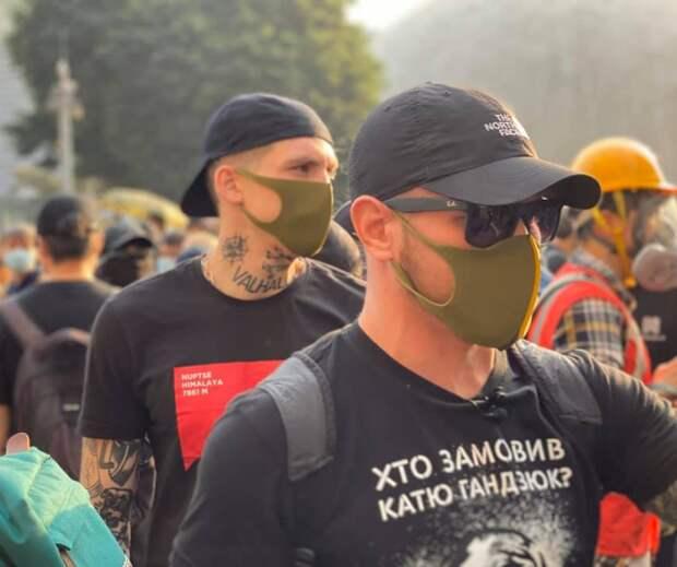 """После визита украинских боевиков """"Азова"""", украинцев депортируют из Гонконга"""
