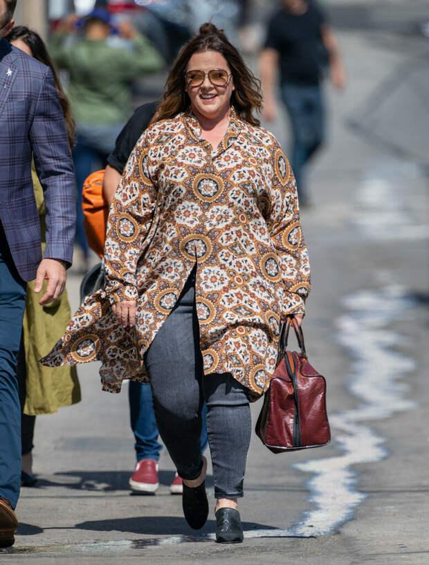 На примере Мелиссы Маккарти изучаем как одеваться пышкам 45+