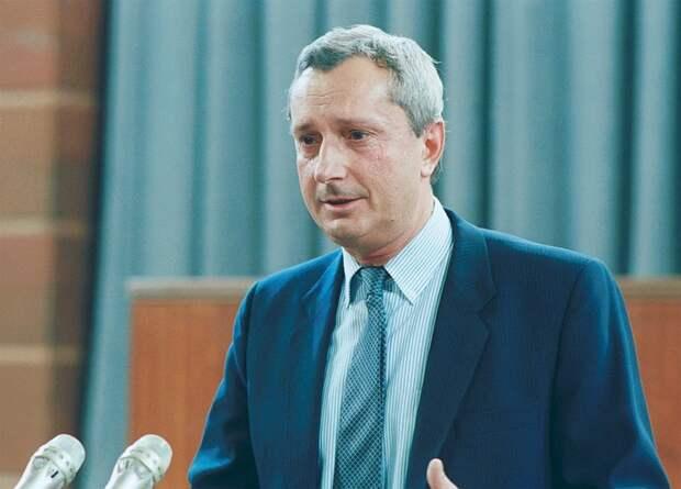 Начинал в «Комсомолке» курьером, а стал вице-премьером