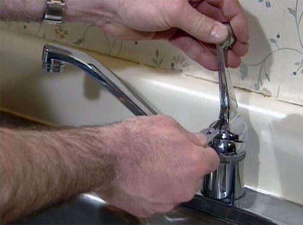 Как отремонтировать смеситель на кухне: бюджетный способ