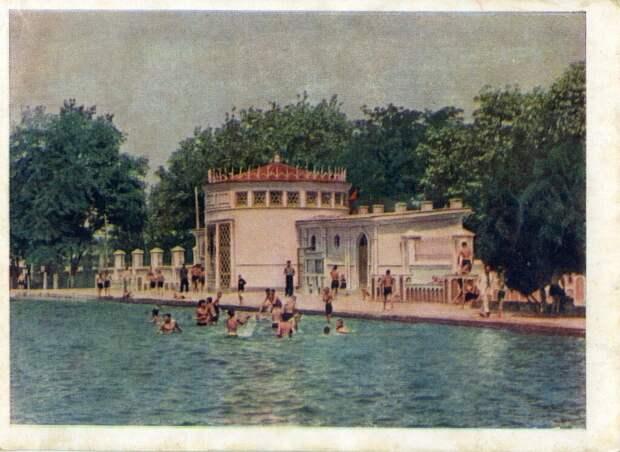 Общественная купальня Неизвестный автор, 1960 - 1970 год, Туркменская ССР, г. Ашхабад, из архива Алексея Захарова.