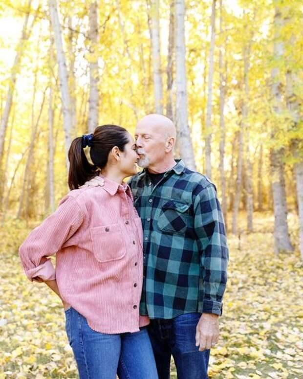 """Жена Брюса Уиллиса поздравила его с годовщиной свадьбы: """"Люблю до луны и обратно"""""""