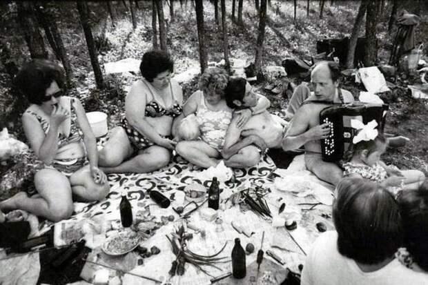 Как советские люди на пикники по выходным выезжали