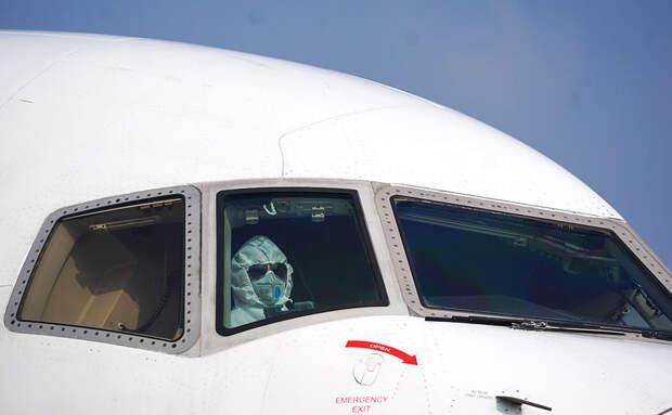 Китайские авиакомпании стали массово увольнять иностранных пилотов