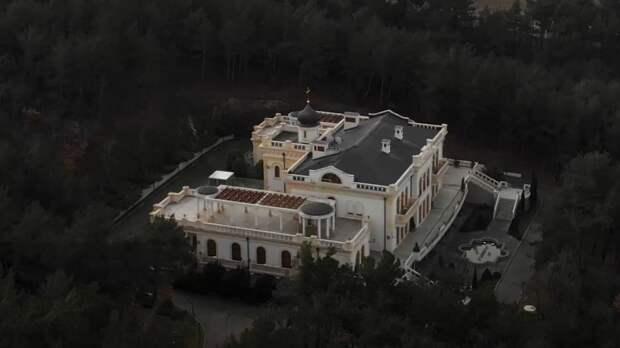 Виноградники и забор за 50 млн: миллиарды на строительство «дачи патриарха»