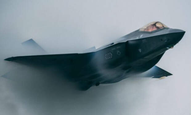 Военный F-35 взлетел и бесследно растворился над океаном