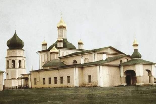 Свято Троицкий собор Якутска  - архитектурная жемчужина Якутии