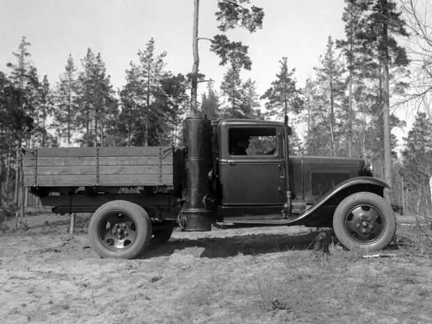 Советские машины на дровах и шишках.