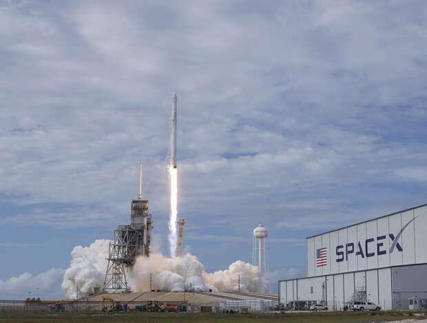 Компания Илона Маска Space X поможет NASA отправить астронавтов на Луну