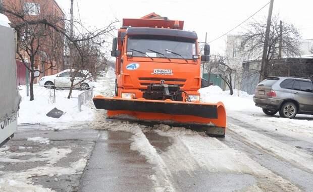 На дорогах Краснодара работают 77 снегоуборочных машин