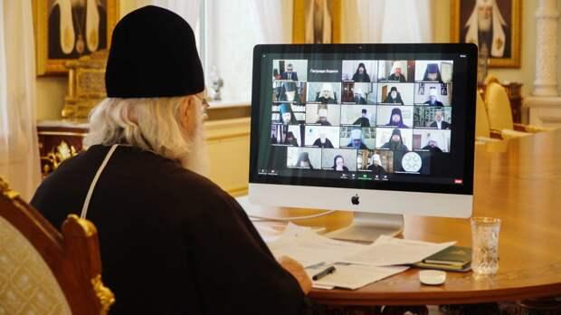 Патриарх Кирилл попросил попов-блогеров сильно не трепать языком
