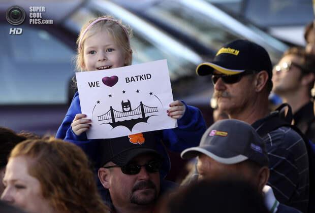 США. Сан-Франциско, Калифорния. 15 ноября. Поклонники Бэткида пришли поддержать героя. (REUTERS/Robert Galbraith)