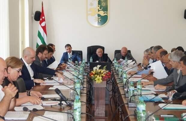 Выезжавшим изАбхазии вернут право награжданство