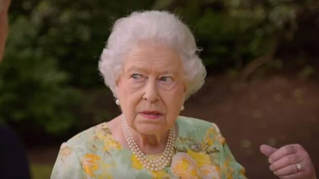 Историк заметил признаки скорого ухода Елизаветы II после похорон принца Филиппа