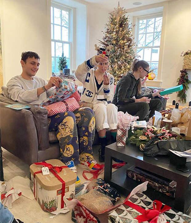 Как Джиджи Хадид и Зейн Малик отпраздновали первое Рождество с дочерью: семейные фото