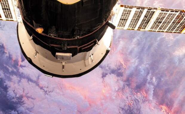 Эксперт назвал имя человека, просверлившего отверстие в российском космическом корабле