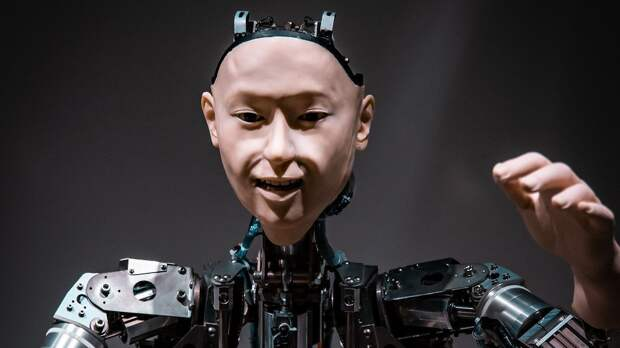 Робот с человеческим лицом: чего люди ждут от ИИ и что он на самом деле может дать