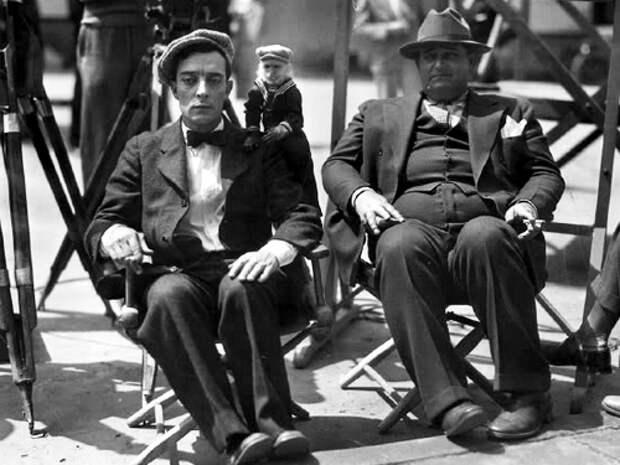 Бастер Китон, обезьяна Жозефина и режиссёр Эдвард Седжвик на съёмках фильма «Кинооператор» (1928)