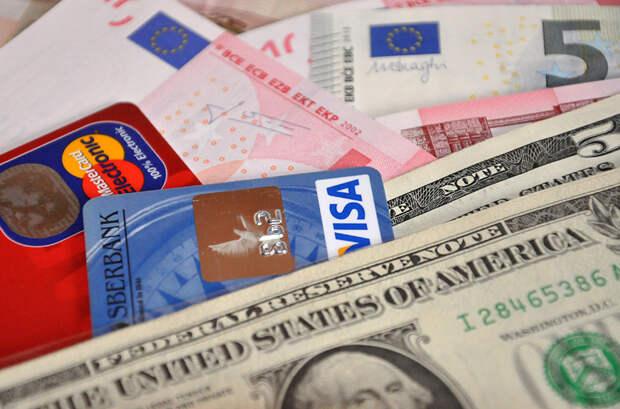 Эксперт посоветовал не скупать валюту и не хранить наличные деньги