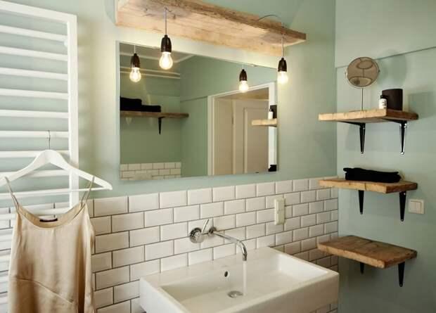 В современном дизайне популярен прием комбинирования керамической плитки и простой покраски стен водоустойчивой краской