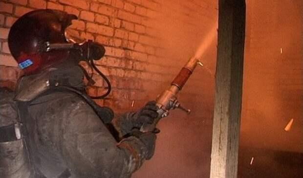 В Тоцком районе пожар уничтожил надворные постройки