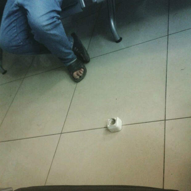 Розетка в полу.
