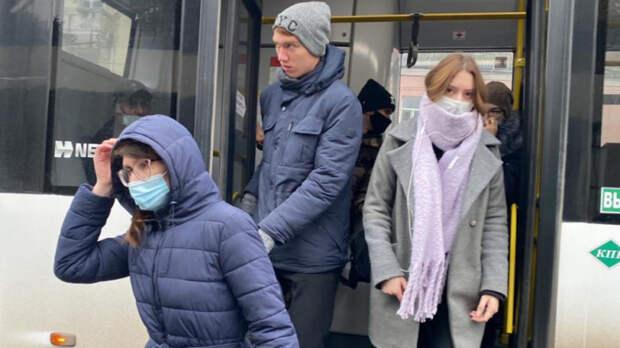 Сприходом весны ростовчане стали чаще игнорировать маски