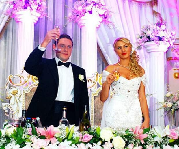 Шикарная свадьба хоккеиста Буре. Он подарил жене «Бентли», созвал 300 гостей, гуляли даже Жириновский и Зюганов