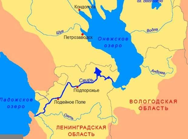 Проплыли по реке Свирь, которая протекает между Онежским и Ладожским озером. Рассказываю, что увидели на ее берегах