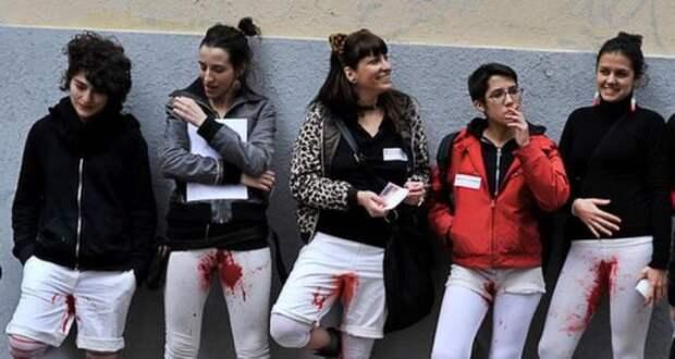 Испанские феминистки воплотили в жизнь самый страшный женский кошмар