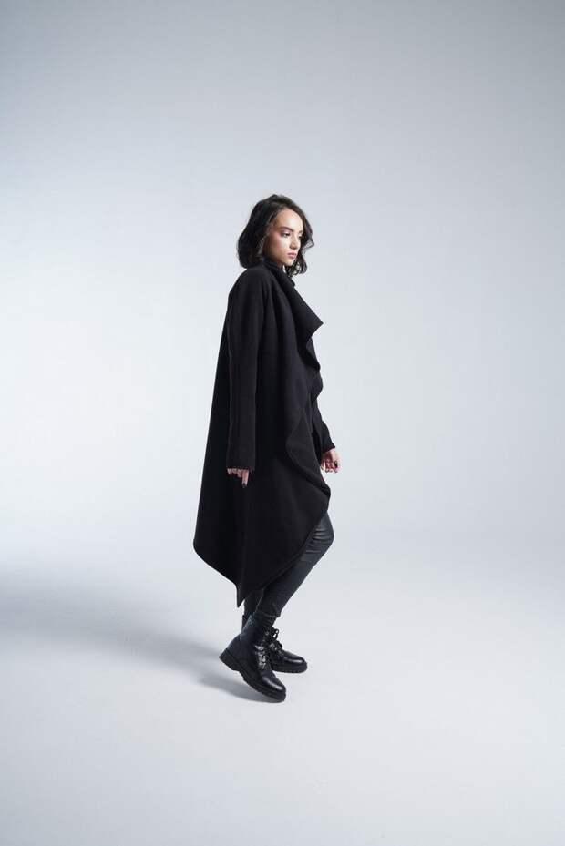 Шерстяное пальто в весенних аутфитах 2021: классика на современный лад