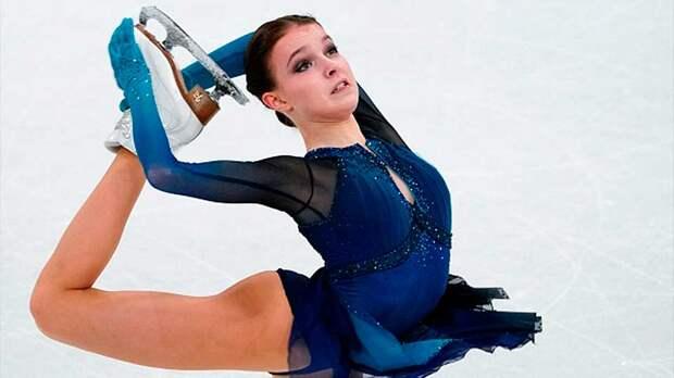 На турнире в Будапеште, российская фигуристка Щербакова выиграла короткую программу
