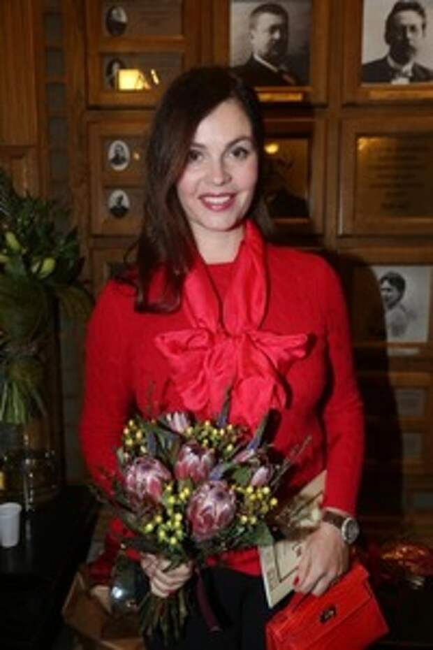"""""""Катя, ваш муж красив, как бог!"""": поклонники, увидев свою любимицу Екатерину Андрееву в компании супруга, пришли в восторг"""