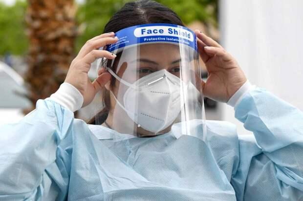 Вирусолог Пол Дигард объяснил, почему маски не помогут победить пандемию